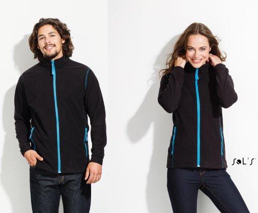 Modelos con chaqueta con tejido micro polar y cremalera